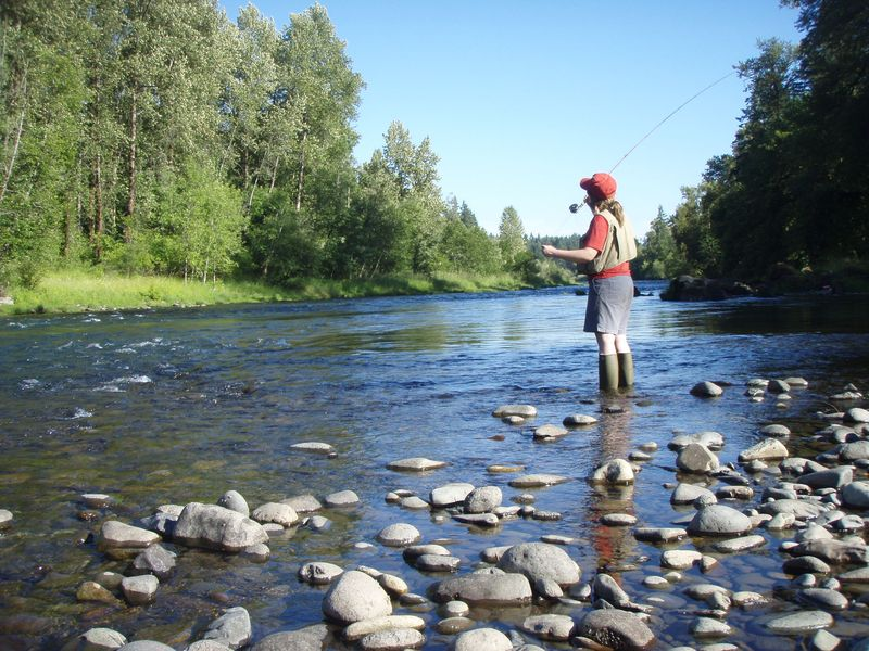Fly_fishing_on_the_South_Santiam
