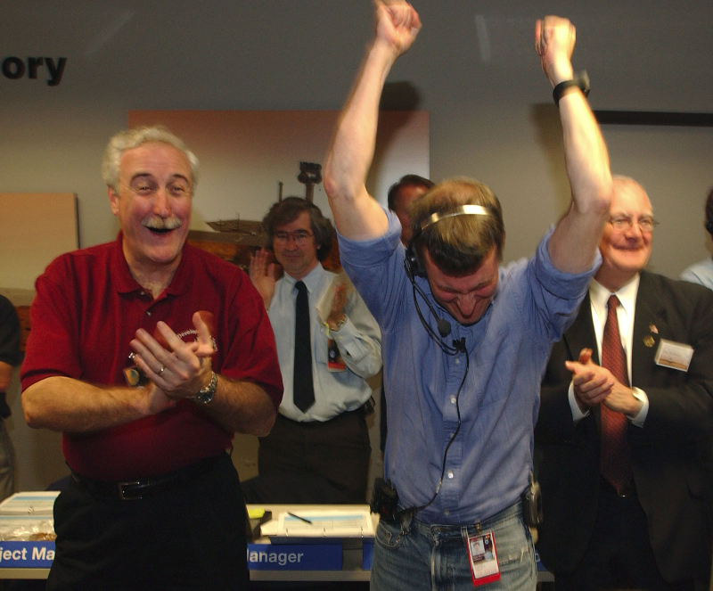 NASA Administrator Sean O'Keefe celebrates the successful landing of the Mars Rover at JPL 2004