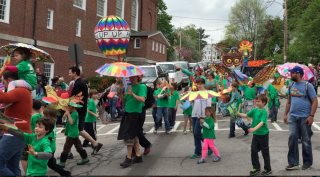 Children_and_the_Arts_Parade_in_Peterborough_NH