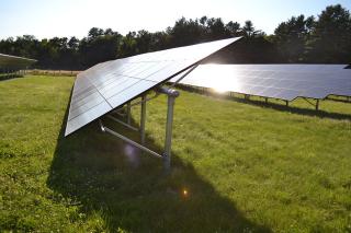 1200px-Exeter_High_School_solar_panels2